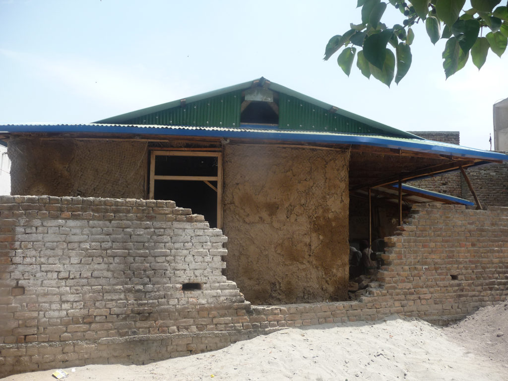 Saleem house - earthen plaster is applied